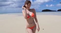 สาวสวยถ่ายแบบริมหาดโคตรได้อารมณ์เลย